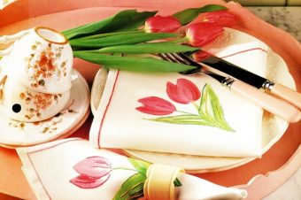 Painted Tulip Napkins in 5 Easy How To-do