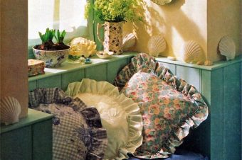 Fabulous Frilled Cushion in 9 Easy Steps