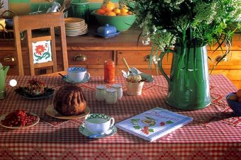 5 Steps For An Embroidered Gingham Tablecloth